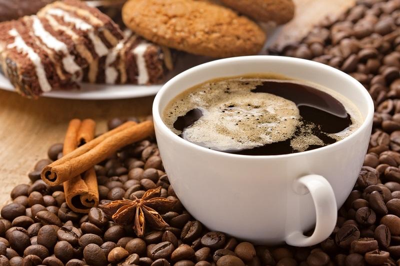 кофе и шоколадный торт