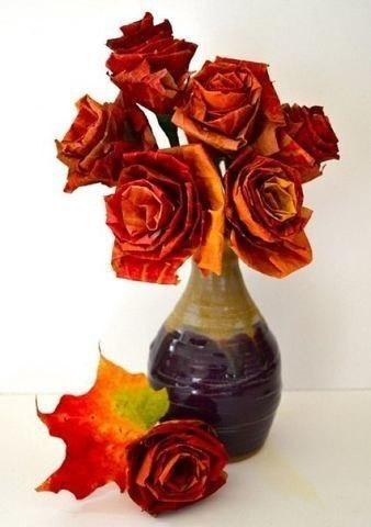 Розы из осенних листьев