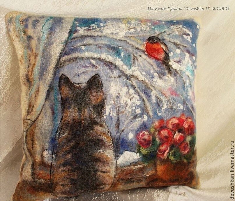 Валяные подушечки.  Автор - Наташа Гурина.