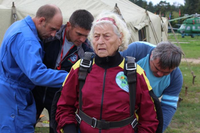 96-летняя ветеран войны сове…