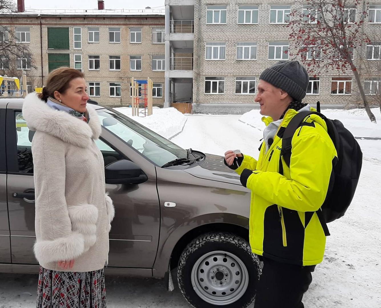 Безработный  Андрей Богданов подарил детскому дому автомобиль
