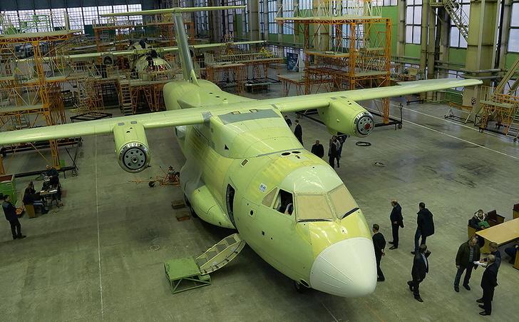 Начата постройка еще двух летных опытных образцов военно-транспортного самолета Ил-112В