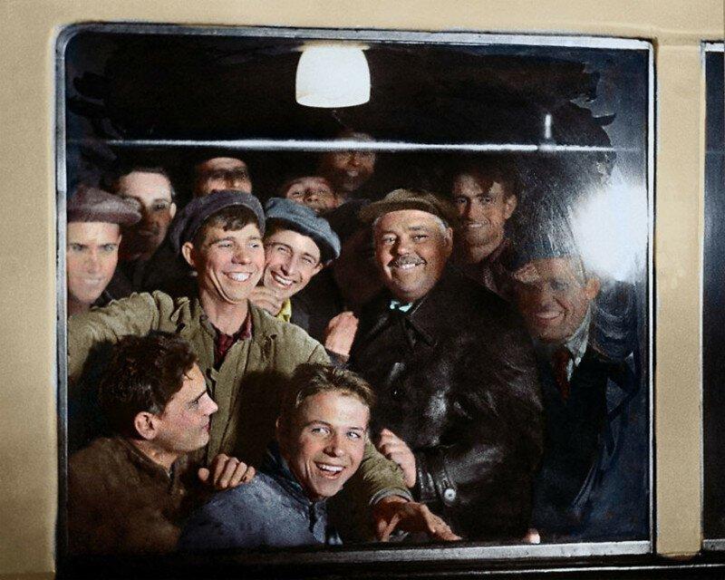 Первые пассажиры московского метро, 1935 история, ретро, фото