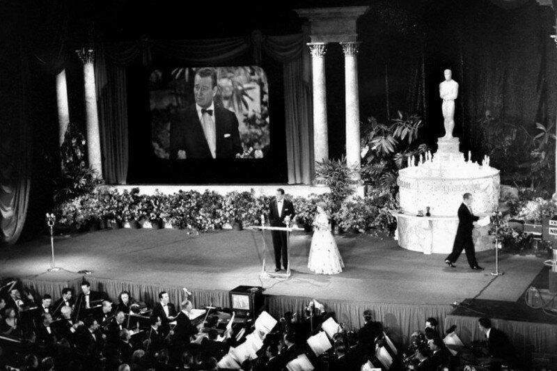 Первый показ церемонии вручения премии Оскар по телевидению, до этого трансляция была по радио, Лос-Анджелес, 1953 год. история, ретро, фото