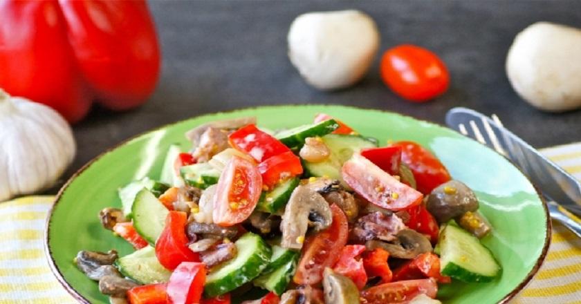 Теплый салат с морепродуктами: легкий, вкусный и полезный
