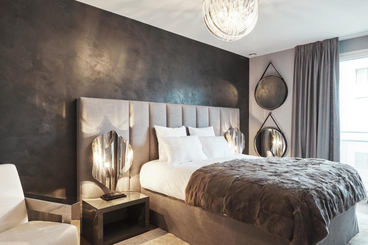 Спальня в  цветах:   Бежевый, Бирюзовый, Коричневый, Светло-серый, Темно-коричневый.  Спальня в  стиле:   Минимализм.