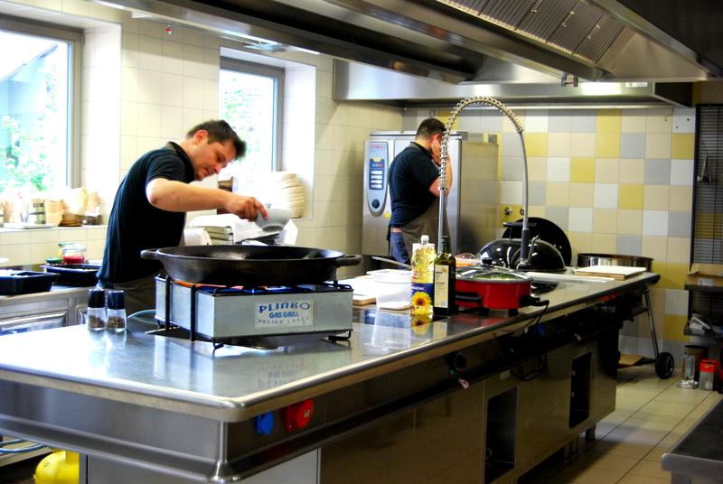 """Akademija """"JEZERŠEK"""" мастер класс, блюда приготовленные на гриле. (часть первая, вводная), грибная закуска, яблочный салат с брусникой, шампиньоны гриль с горгонзолой"""