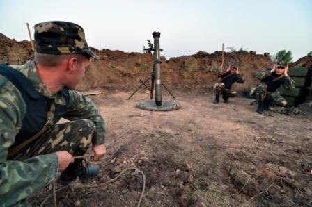 Киевские боевики выпустили 35 мин и гранат по ЛНР за сутки — штаб