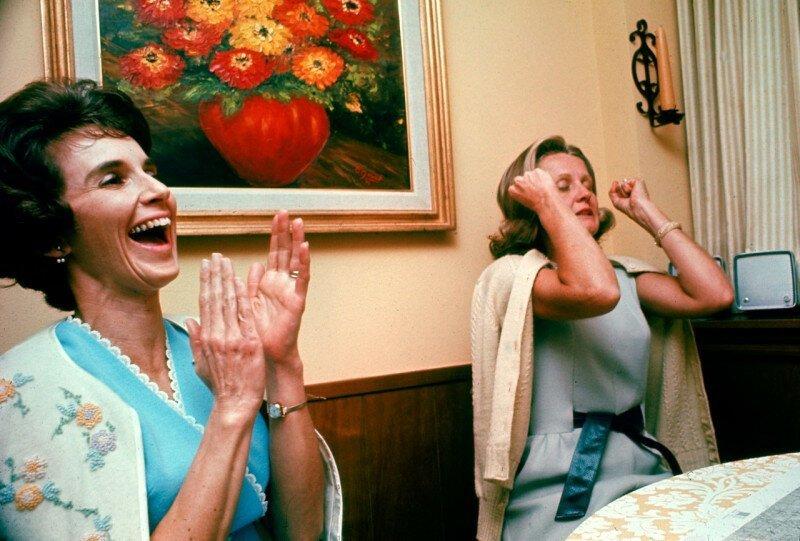 Жены астронавтов из миссии «Аполлон-8» в тот момент, когда они услышали голоса своих мужей с орбиты, 1968 год. история, ретро, фото