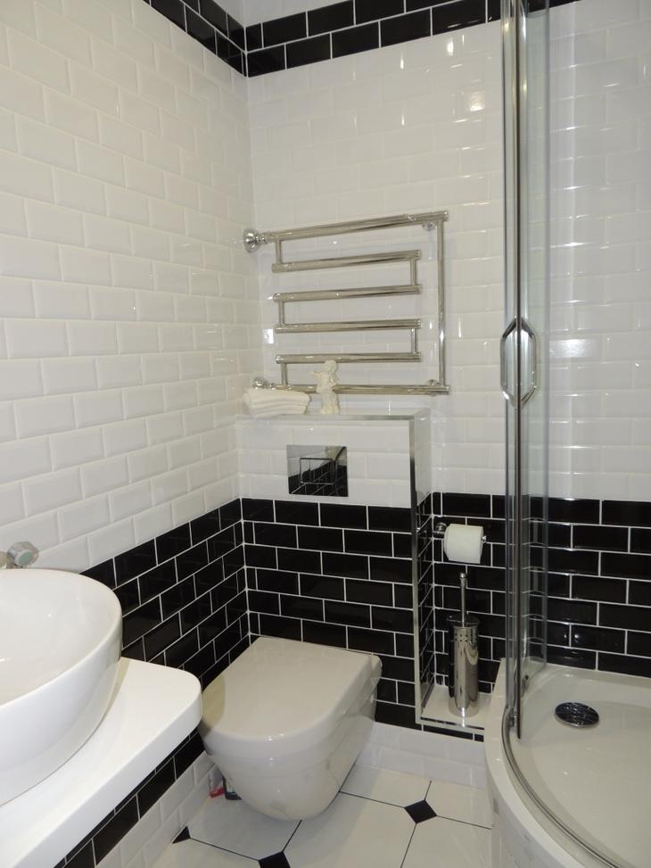 Из туалета сделали гардеробную и постирочную, унитаз перенесли в ванную