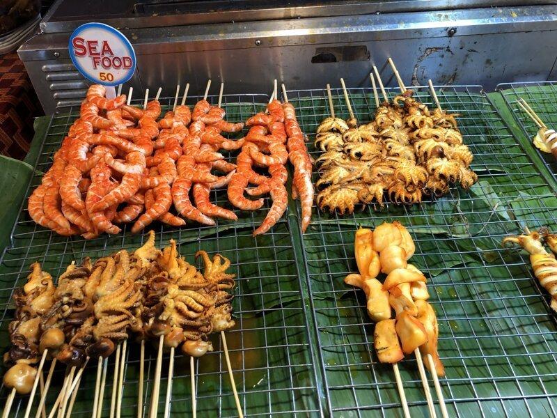 Цену на уличную еду видим. Умножаем на два. Дешево. азия, море, отдых, путешествие, пхукет, тайланд, экзотика