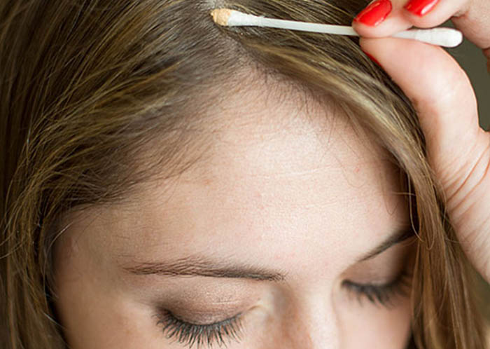 Окрашиваем корни волос с помощью теней для век