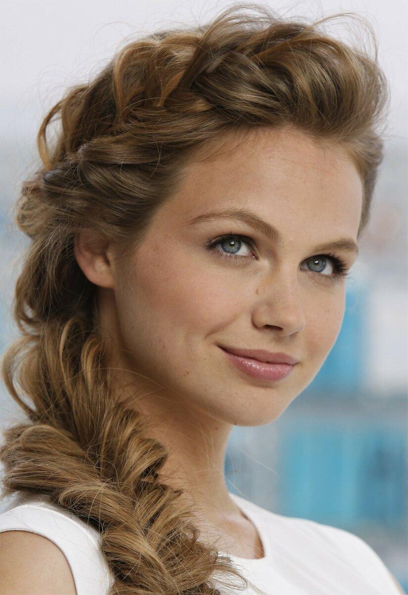Укладки волос помогут выглядеть молодо