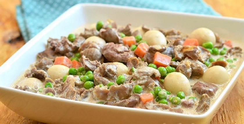 Куриные желудки с овощами в сметанном соусе: гастрономическое удовольствие