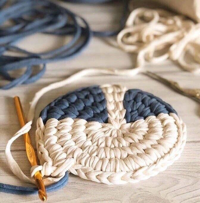 Интересные идеи оформления табуреток в детскую вязание,декор
