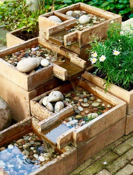 Зачем все ставят в саду емкость с камушками? идеи,сделай сам