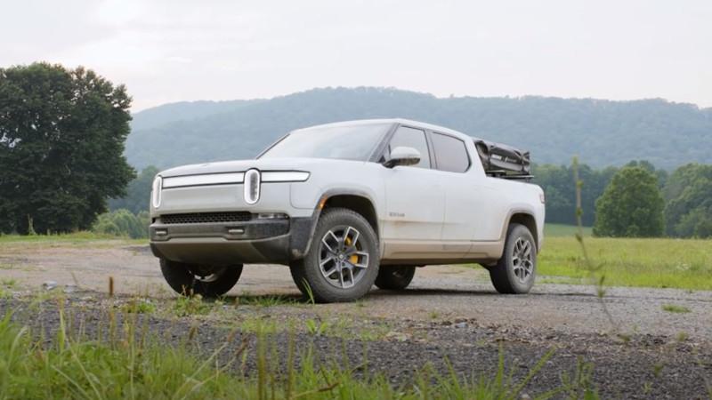 Первый электрифицированный автомобиль Rivian R1T сошел с конвейера в США Экономика