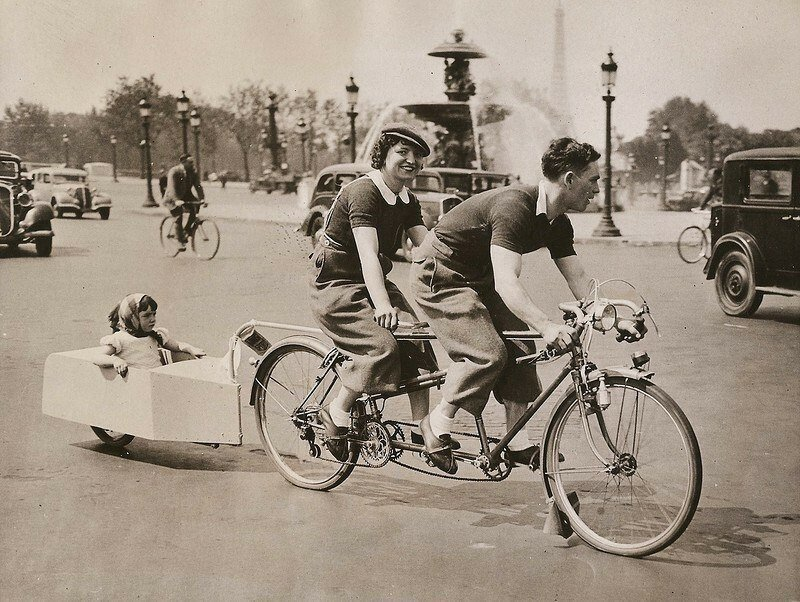 Семейная велопоездка. Париж. Франция. 1938 г. история, ретро, фото