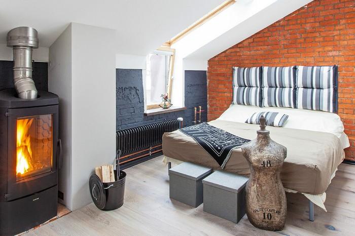 Элементы морского стиля в спальне на мансарде фото