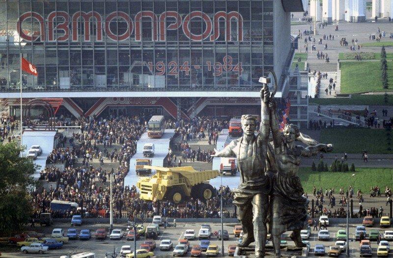Открытая площадка выставки «АВТОПРОМ–84» на ВДНХ, 1984 год, Москва история, ретро, фото