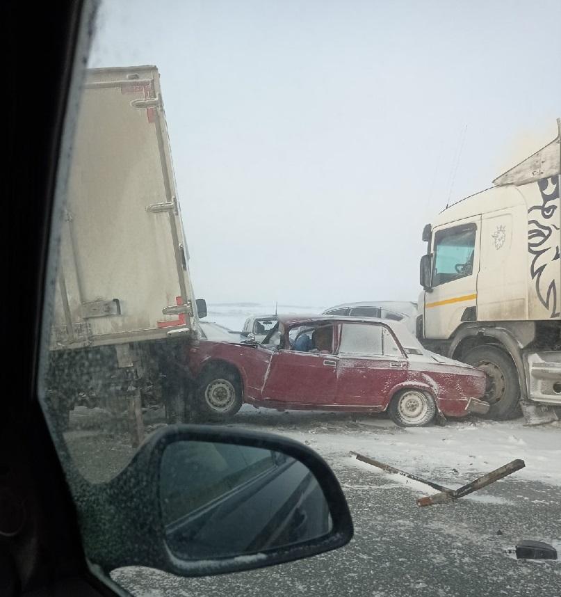 Почти 40 автомобилей столкнулись на трассе в Башкирии