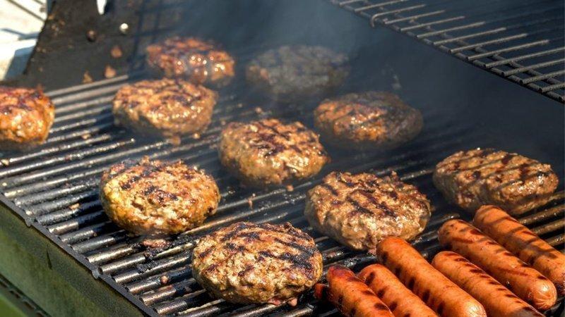 6. Американцы устраивают барбекю во дворе по любому поводу (кого-то напоминает) америка, американцы, в мире, подборка, привычки, разные страны, сша, традиции