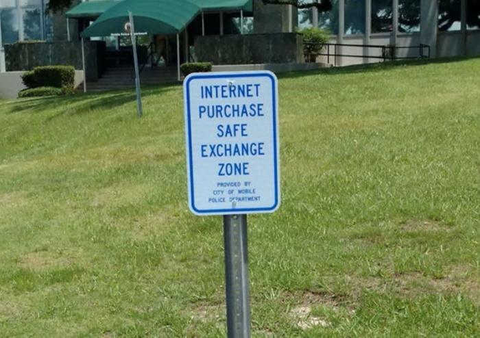 Специальное место для безопасного обмена или встречи с незнакомыми людьми. /Фото: cdn.lifebuzz.com
