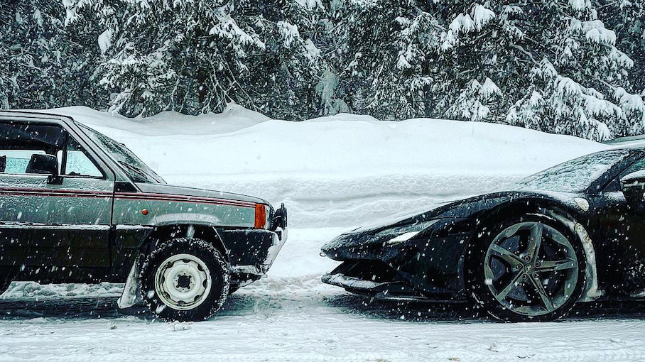 Видео: 48-сильный Fiat против 1000-сильного Ferrari в снежном дрэге Новости