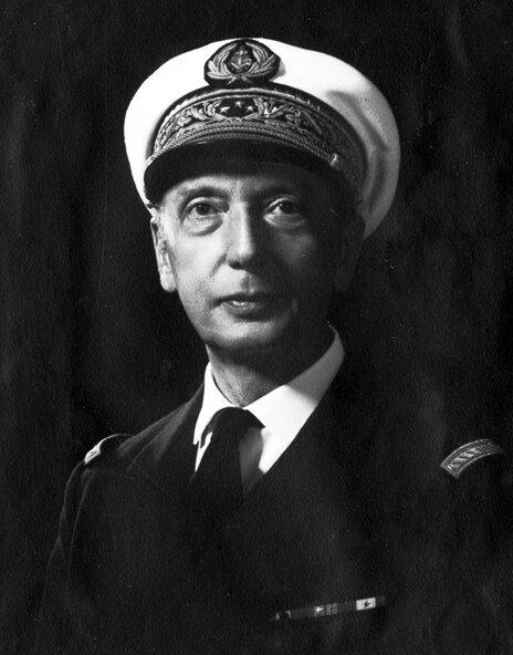 Контр-адмирал (в описываемый период лейтенант) Bouillaut