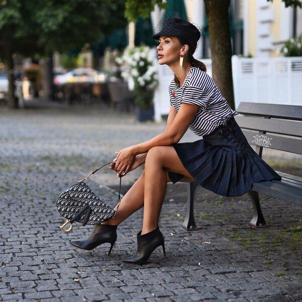 https://www.instagram.com/shortstoriesandskirts/