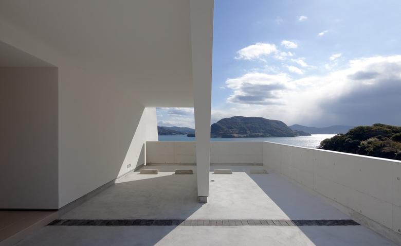 Курс на море: плывущий в горизонт дом