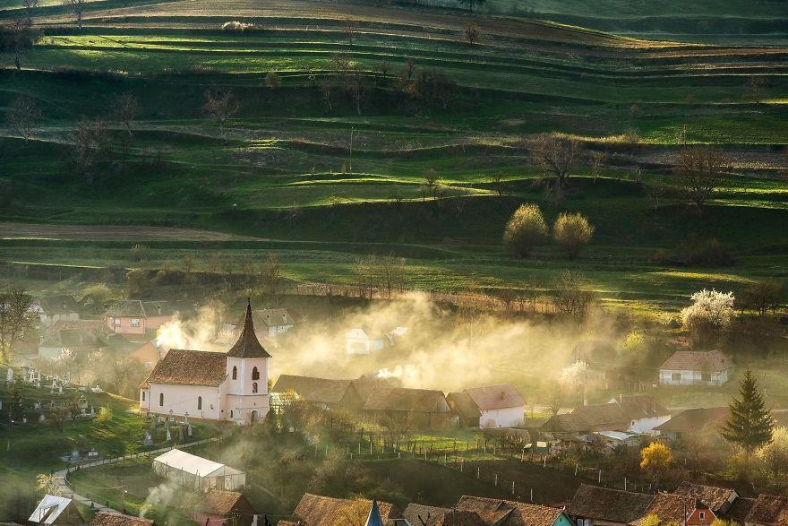 село в румынии картинки букет разноцветного крепа