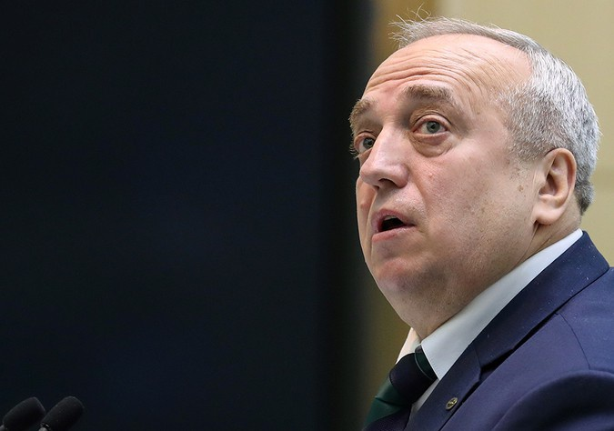 СМИ: в Совете Федерации приняли отставку Клинцевича