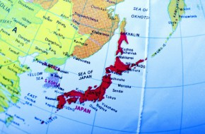 Не за Курилы японцы бьются. Им проливы нужны