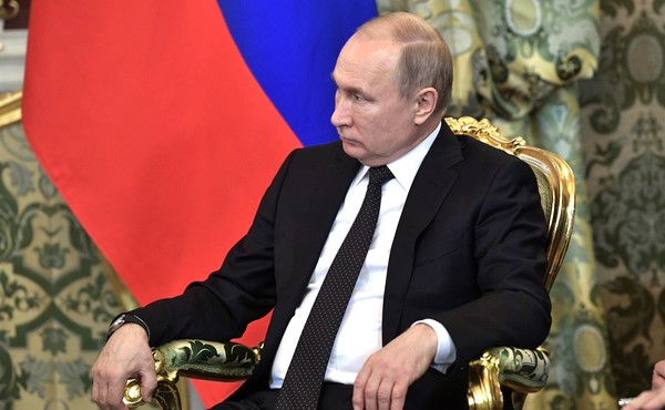 """Путин ответил строчкой из """"1…"""