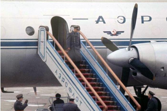 Москва встречает Гагарина. 1…