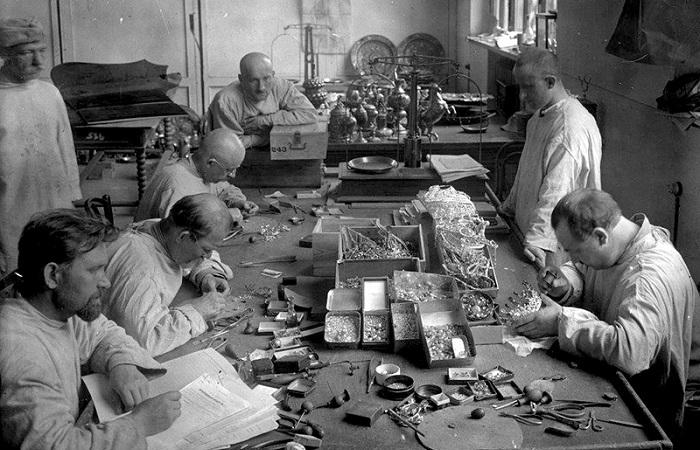 Преступление против нации: Как большевики продавали на Запад царские сокровища оптом и на развес