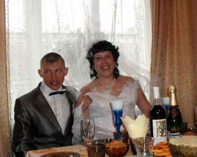20 женихов, которым лучше было не попадать на свадебное фото