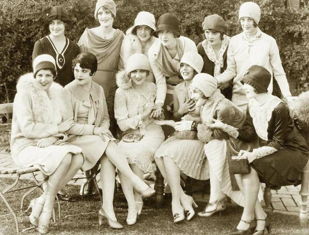 История шляпок. Как женщины боролись за право ходить с непокрытой головой
