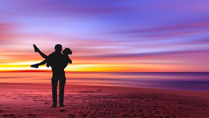 Влюбить заново: психолог назвала секреты, которые помогут вернуть паре пылкие чувства Общество
