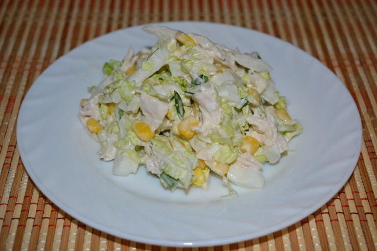 Простой салат из пекинской капусты и кукурузы: на каждый день