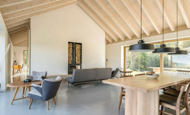 Пара купила старый хлев и превратила его в дом из будущего. Больше не платят за свет, а вырабатывают энергию сами Культура