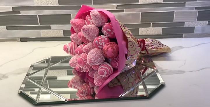 Клубника в шоколаде: этот букет покорит любое сердце!