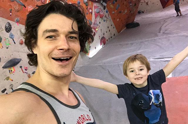 Максим Матвеев занялся скалолазанием вместе со старшим сыном