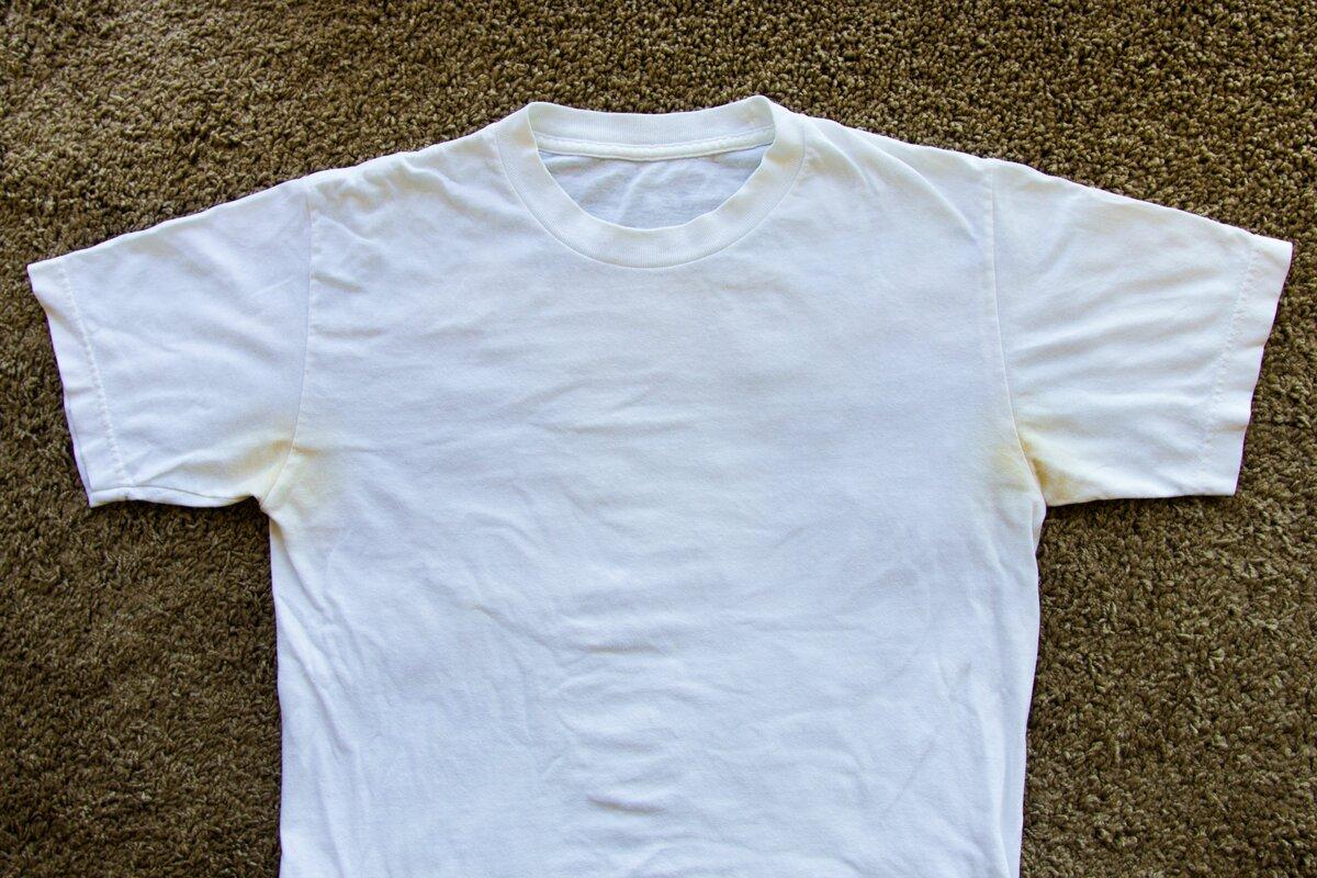 Зачем наносить дезодорант под грудь и пришивать колготки к джинсам: 10 летних лайфхаков от опытных хозяек