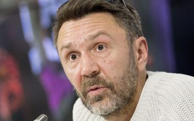 Шнуров посвятил стих депутату, назвавшему бедных пенсионеров «алкашами»