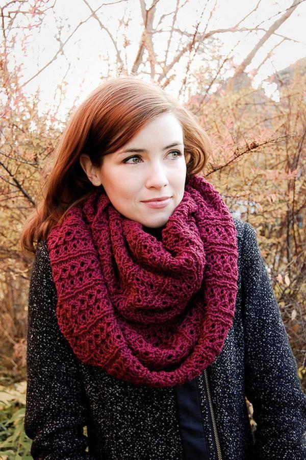 Ажурный шарф-снуд в два оборота