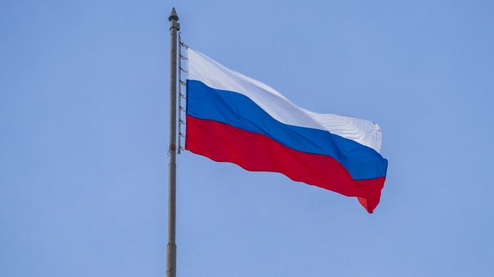 «Что ты можешь предложить стране?»: Лиза Пескова задала в День флага неудобный вопрос оппозиционной молодежи