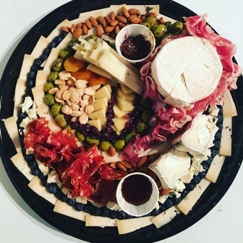красивая сырная тарелка