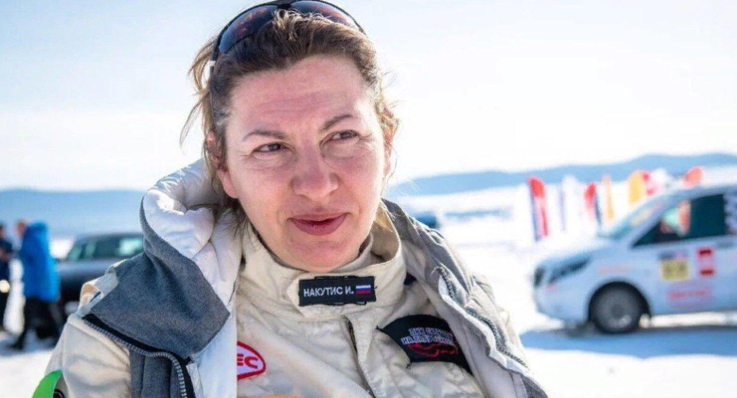 Российская автогонщица установила рекорд торможения грузовика на льду Байкала Автомобили